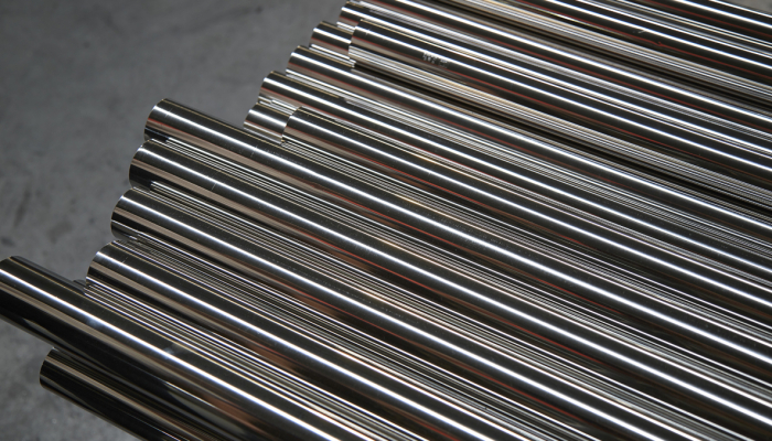 In stainless steel factory in China, The best quality of SUS304 stainless steel round pipe in the stainless steel decoration industrial.